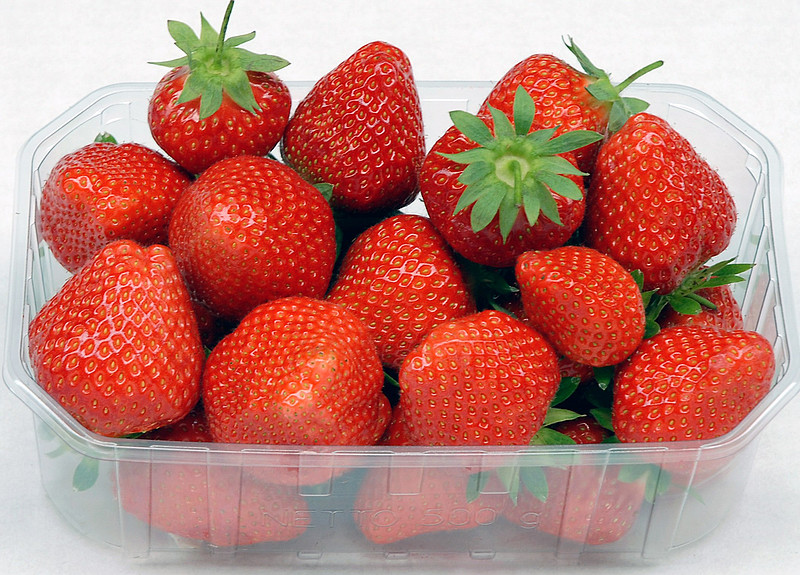 erdbeeren frutania gmbh obst unverarbeitet frisch lebensmittel getr nke tabakwaren obst. Black Bedroom Furniture Sets. Home Design Ideas