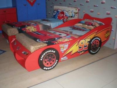 Walt Disney Cars Speed Bett m. Nachttisch - - Wohn- / Büromöbel ...